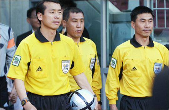 전 FIFA 국제심판 권종철 심판위원 경기를 조율하는 그라운드의 지휘자