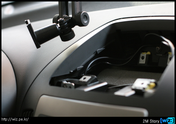 i30 센터페시아 상단 트레이(수납장) 완전 제거된 모습