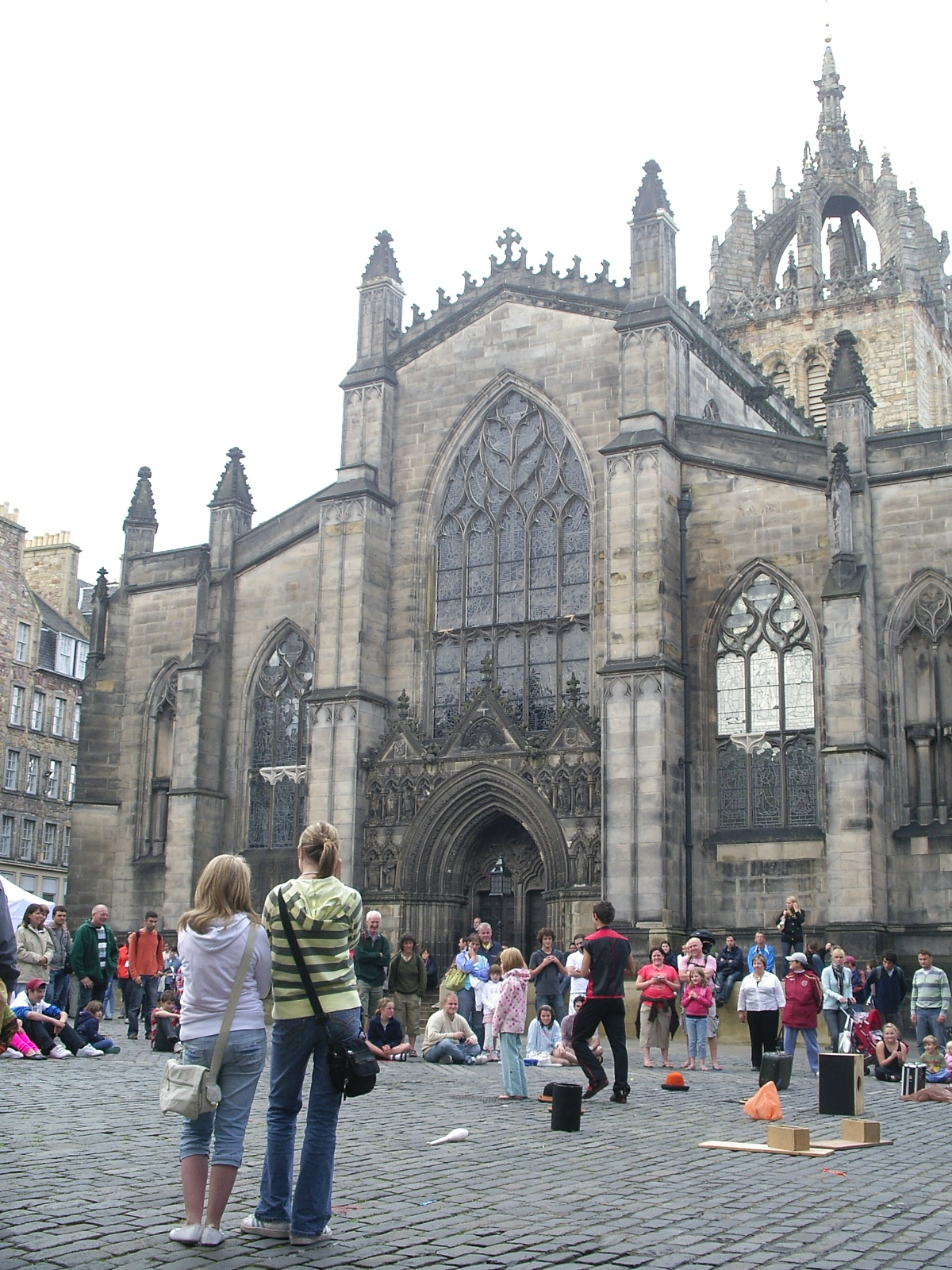 Street performer in front of a Cathedral, Edinburgh, in Fringe Festival